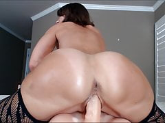 Cum Close-up Mature Woman Playing with Her Own Pussy